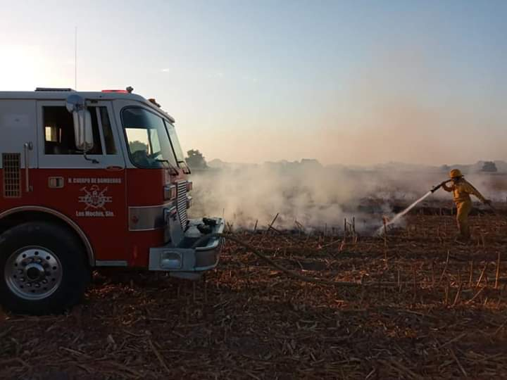 bomberos,mochis,apagando, incendio