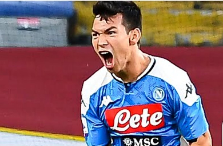 Chuky Lozano festejando el gol ante Genoa